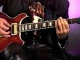 La guitare selon Angus Young - Cette vidéo est une longue étude du style et du jeu remarquable d'un des plus grands guitaristes de rock de tous les temps, en l'occurrence Angus Young.