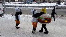 Baston de Mascottes, en mode Thug life : Pandas VS Hamburger!