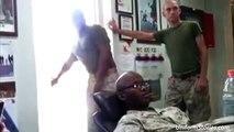 Ne pas s'endormir dans l'armée : compilation de bonnes grosses blagues
