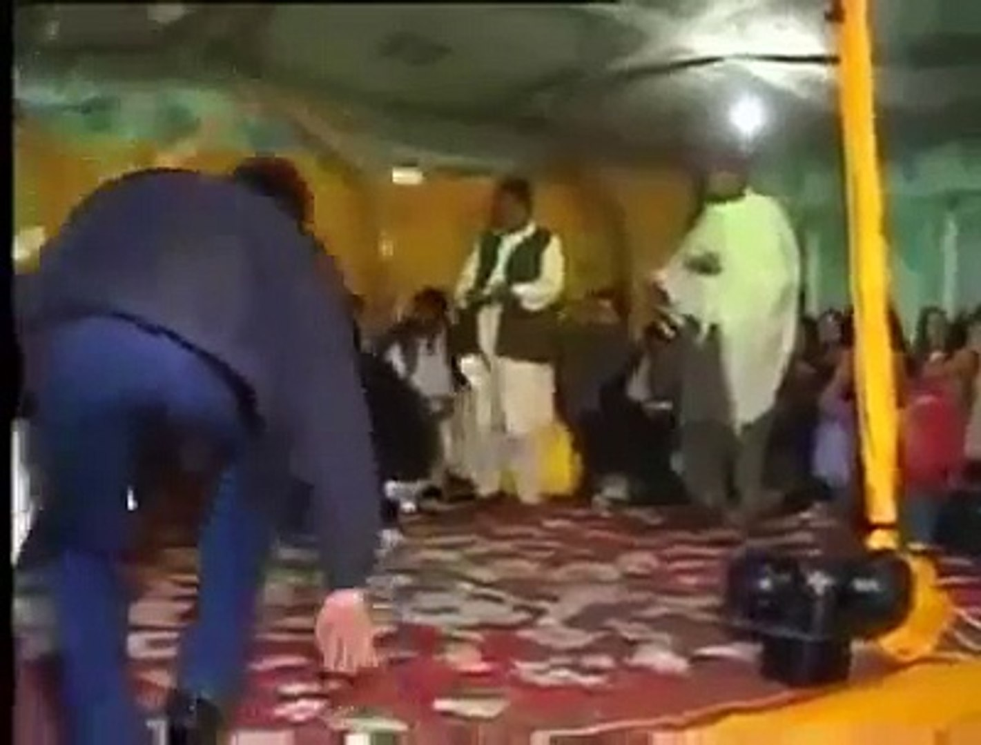 Sexy Nida Chaudhary best Mujra At A Special Party Full HD Hot And Sexy 2015