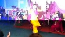 Munni Badnam hui - Pakistani Wedding Mehndi Nite BRIDE Dancing