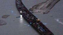 La foule sur le pont-passerelle