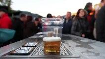 Une manière incroyable de servir une bière ! Une bière juste parfaite !