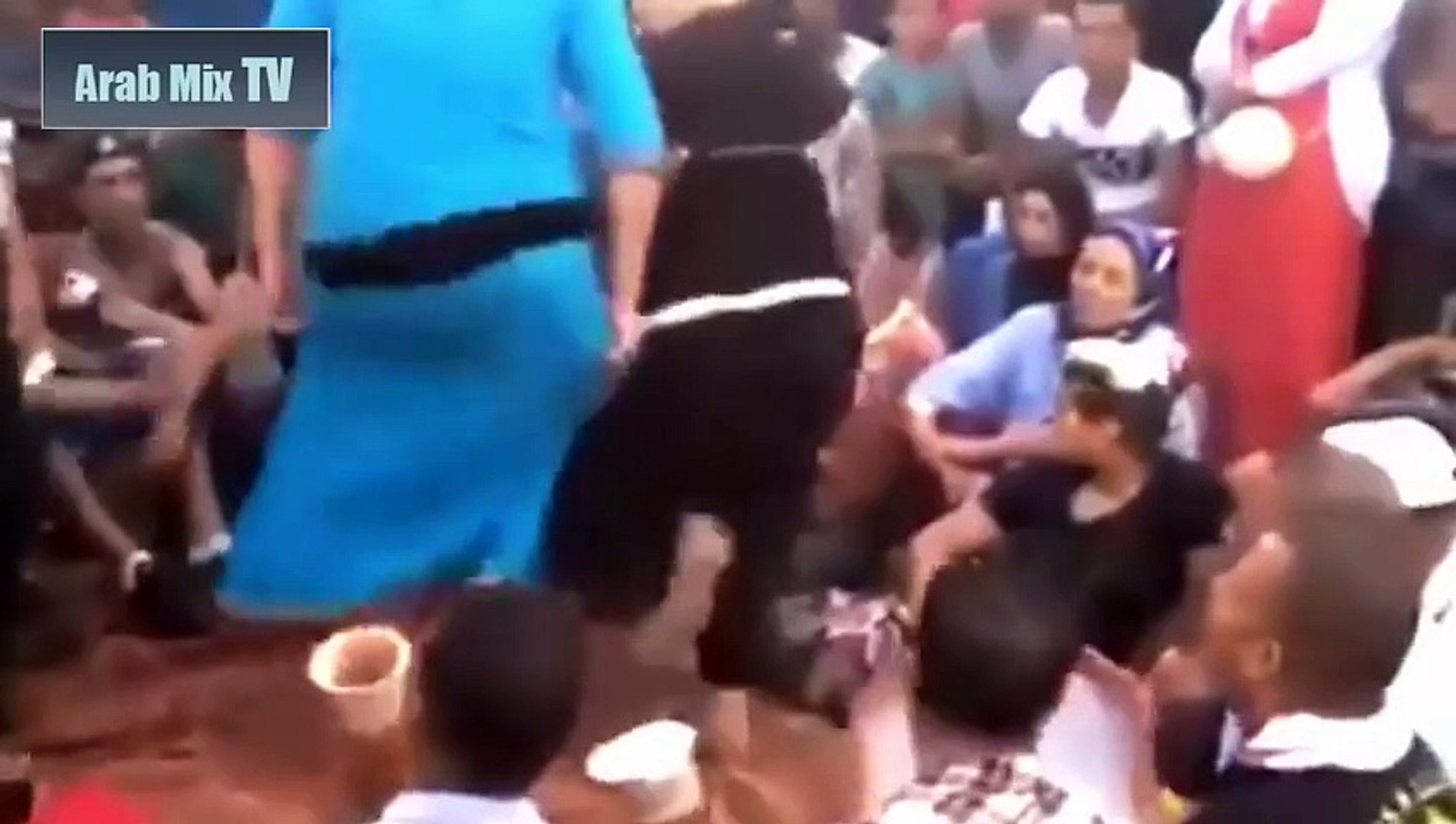 رقص مصري شعبي معلاية دقني - رقص معلايه وسط حشد من المتفرجين - رقص مسخرة