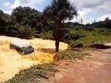 Un bus brésilien englouti par un trou