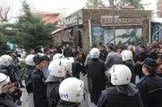 Siirt'te Göstericiler ile Polis Arasında Arbede Çıktı: 2 Polis Yaralı