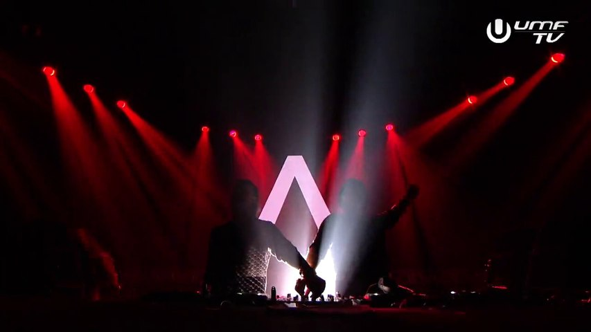 Axwell Λ Ingrosso - Sun Is Shining / Don't You Worry Child @ UMF 2015 (28.03.2015)