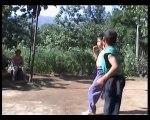 Entrainement de Kung-fu vraiment extrême pour 2 jeunes garçons