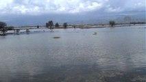 Baraj Kapakları Açılınca Büyük Menderes Nehri Çevresinde Yol ve Tarım Arazileri Su Altında Kaldı