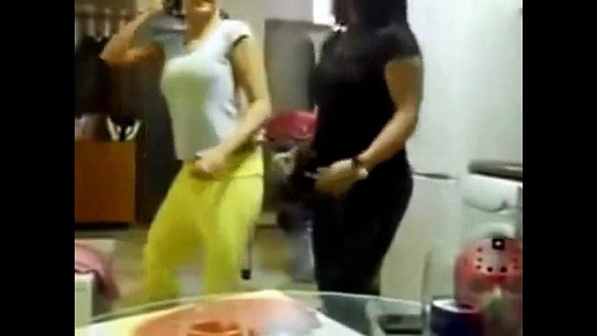 رقص بنات في المنزل.رقص سافل جديد 2015