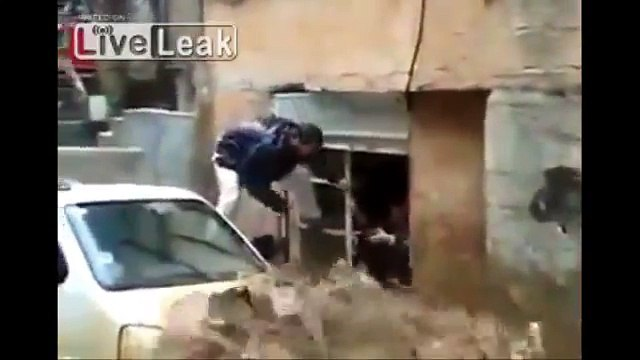 Kurdish man helps save kid from raging flood wate