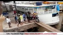 Dunya News - Motorcycle fell down into the sea - Video
