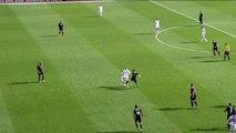 Magnifique feinte de passe de Thierry Henry lors du jubilé de Steven Gerrard