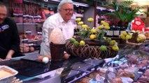 Le Cateau-Cambrésis: le maire endosse le tablier de boucher-charcutier le temps d'un 1er avril