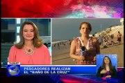 """Pescadores realizan el """"Baño de la Cruz"""" en Santa Elena"""