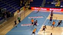 La relance kung-fu de Perez de Vargas sur Joan Saubich au buzzer (FC Barcelone)