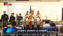 """Băsescu, decorat la Chişinău. Fostul preşedinte al României, Traian Băsescu,  este decorat la Reşedinţa de Stat de către Nicolae Timofti cu Ordinul """"Ştefan cel Mare"""" pentru sprijinul constant acordat Republicii Moldova."""