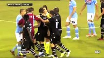 Klose hace gol con la mano y le dice al arbitro que lo anule Nápoles 3-0 Lazio 26-09-2012