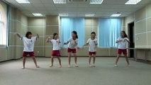 Year 5, Group 3: Ngoc Anh, Thuy Trang, Ha Chau, Huong Anh and Thuy Tien.