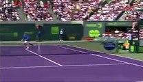 Novak Djokovic effraie un ramasseur de balles