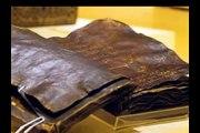 Uma das bíblias originais de 1500 anos. Jesus não foi crucificado.