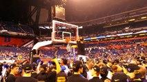 Les Blue Devils coupent le filet après la victoire de Duke au Final Four NCAA 2015