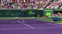 Novak Djokovic furieux, fait peur à un pauvre ramasseur de balles