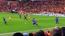 Comment Sneijder élimine facilement les adversaires ...
