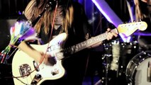 Dum Dum Girls Perform 'Coming Down' in Fender Studio Session