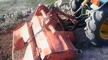 Micro tractor articulado BJR ME-T 2000 tipo Pasquali. Lombardini LDA 820. Fresando con rotovator, 3