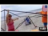 Deux femmes ont été filmée en train de voler des objets à la plage