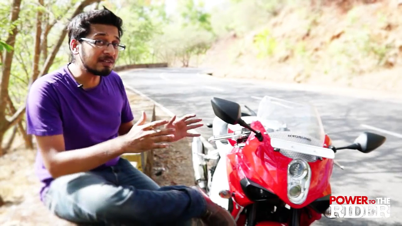 Hyosung GT250R Review  – Power to the Rider