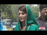Romantic Moments Between Imran Khan and Reham Khan During Karachi Visit- Watch Imran Khan Ka Sharmana