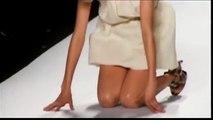 Agyness Deyn s fail - She falls twice during a fashion show