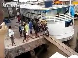 Motorcycle fell down into the sea - Video Dailymotion