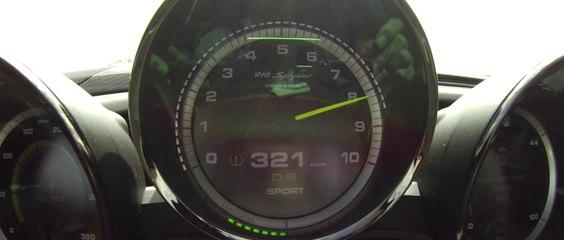 350 km/h sur route en Porsche 918 Spyder