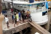Dunya News - Motorcycle fell down into the sea -  Brave Hd Zone
