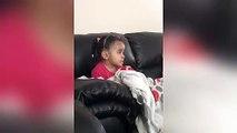 Réaction émouvante d'une petite fille devant le roi Lion au moment de la mort de Mufasa