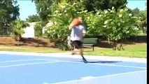 Basketbol Topu ile İnanılmaz Haraketler Yapan Genç
