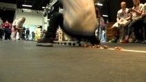 Record du monde : il casse des noix avec ses fesses