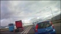 Motorrijder Verkeerspolitie Rotterdam-Rijnmond met spoed naar beknelling in Rhoon!