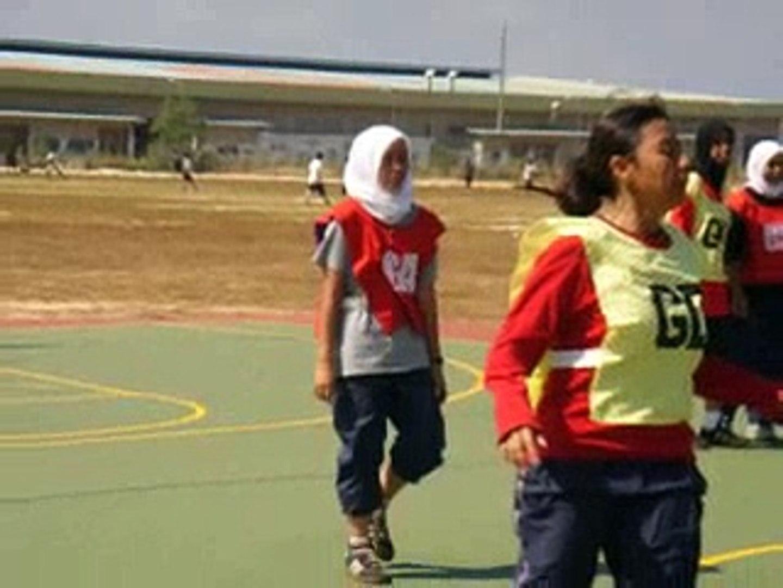 girls main netball