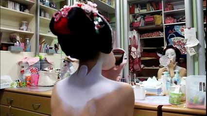 Real Geiko (Geisha) and Maiko Makeup with Fukunae San 【HD】