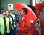 Gemeinsam sind wir stark - Daimler-Betriebsräte besuchen Federal Mogul-Streikende in Wiesbaden