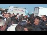 Carinaro (CE) - Indesit, gli operai bloccano la zona industriale (21.04.15)