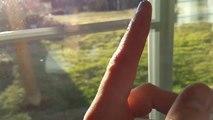 Musique avec un bruit de doigt sur la vitre