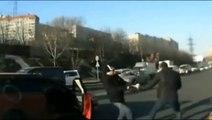 Des automobilistes qui règlent leurs soucis à coups de poing dans la gueule