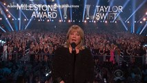 Taylor Swift's mom introduces her daughter at ACM Awards-copypasteads.com