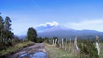 Coluna de fumaça em vulcão desloca mais 2 mil pessoas