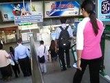 タイ王国国歌@チットロム駅 Thailand National Anthem at BTS Chit-lom station